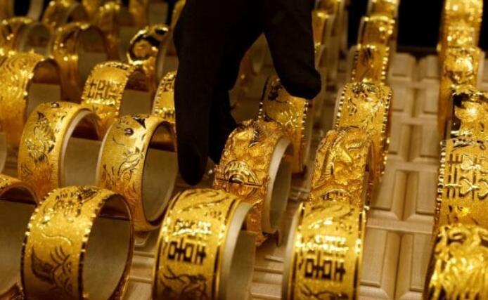 黄金跌至每10克45000卢比以下 白银下跌1%