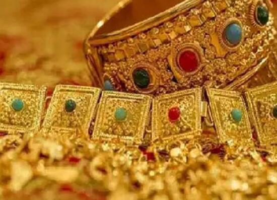 黄金和白银的利率触及第二天 Prayagraj的金银市场令人敬畏