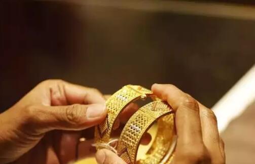 黄金已连续第二天上涨但仍低于47000卢比价格为10克