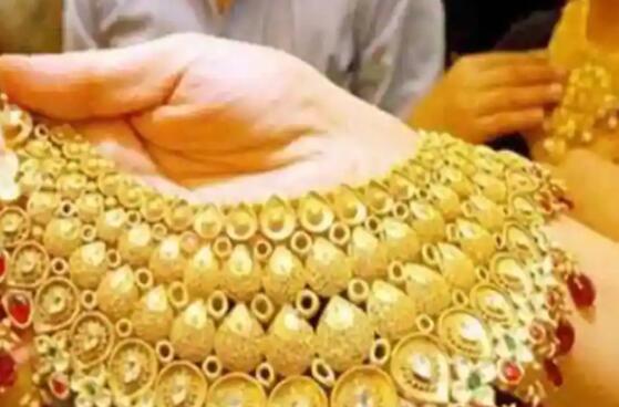 黄金价格攀升至44800/10gm