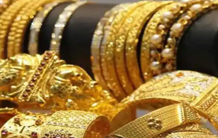 黄金急剧上涨后失去光泽 从历史高位下跌了8300卢比