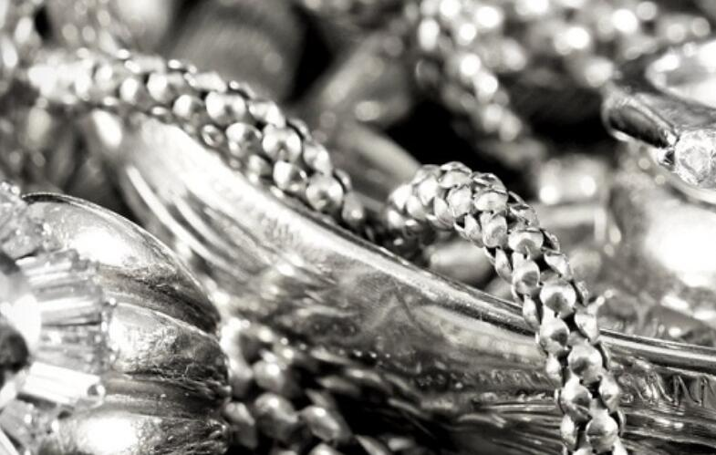 黄金白银价格上涨 黄金每10克价格达到48000卢比