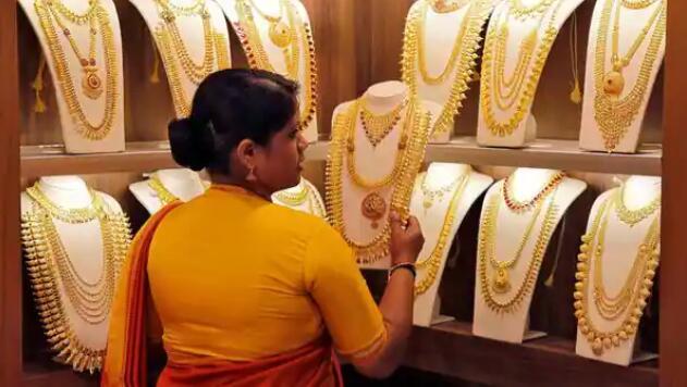 黄金价格跌至近一个月最低 白银价格大幅下跌