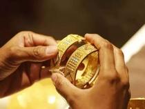 黄金下跌 白银持有63000卢比