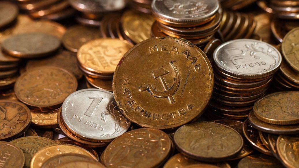 欧洲开盘前黄金和白银交易小幅走低