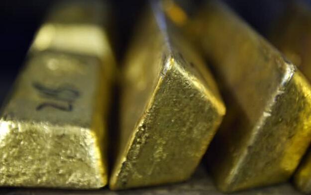 黄金价格因美元走软而小幅走高 并将每周下跌