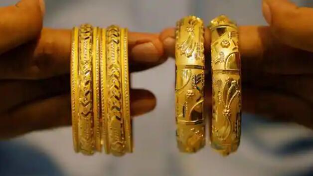 今天黄金价格上涨但仍低于纪录高点10000卢比 银价更高