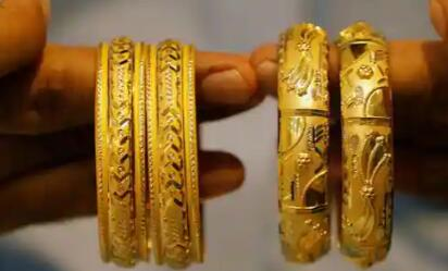 今日黄金价格上涨 但仍低于从纪录高位10000卢比