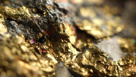 地质学家权衡挑选黄金白银股票