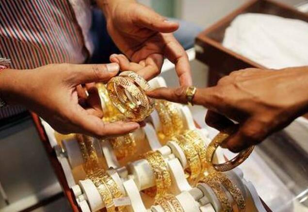 根据全球线索黄金下降54卢比 白银下跌573卢比