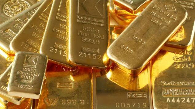 卢比跌至历史新低 黄金大放异彩