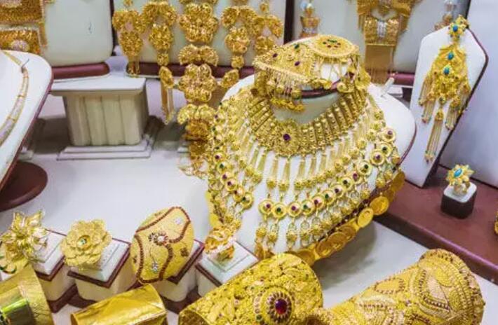 今天的黄金和白银价格 今天的黄金价格略低于卢比