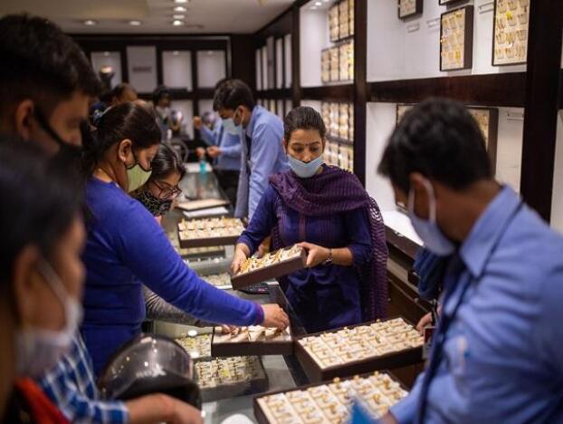今天黄金价格为每10克47030卢比 白银售价为每公斤61800卢比