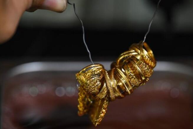 黄金价格在4个交易日中首次上涨 收于近一周来的最高点