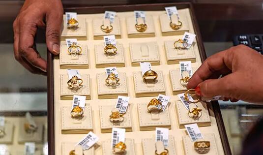 黄金白银价格在坚定的全球线索下继续上涨