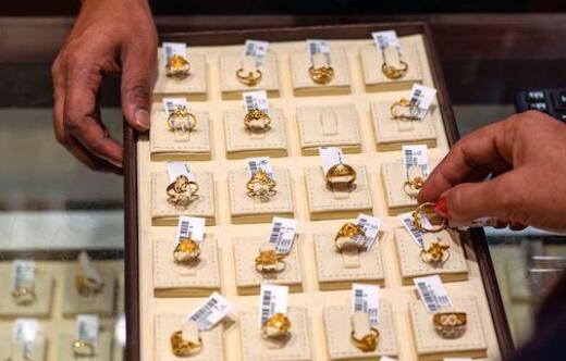 今天的黄金价格为每10克47290卢比 白银的售价为每公斤62100卢比
