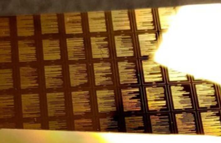 长期数据存储的下一个突破是黄金?