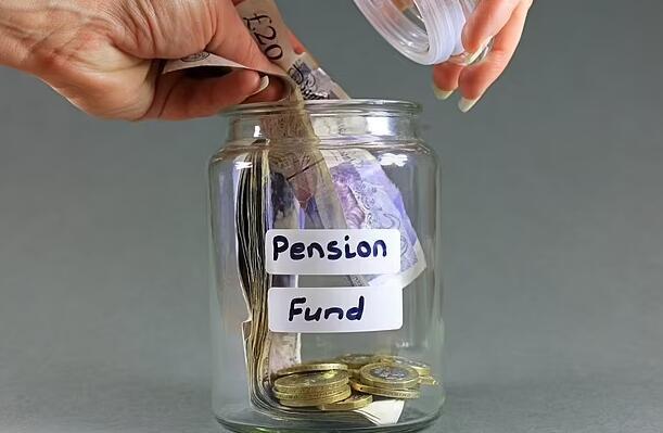 研究表明镀金退休基金的总账单高达2.4 万亿英镑